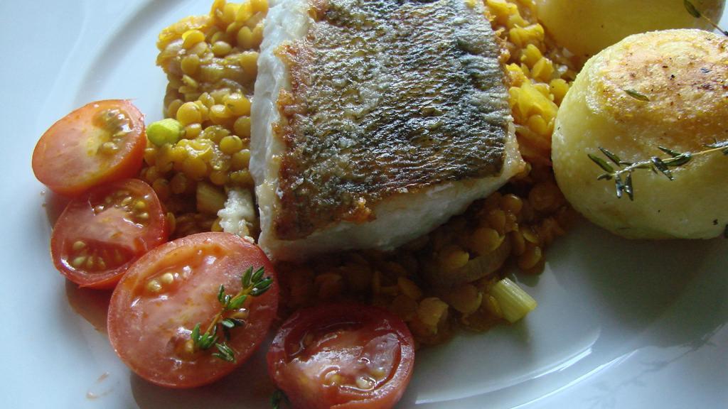 zanderfilet auf roten currylinsen ein fischgericht etwas anders